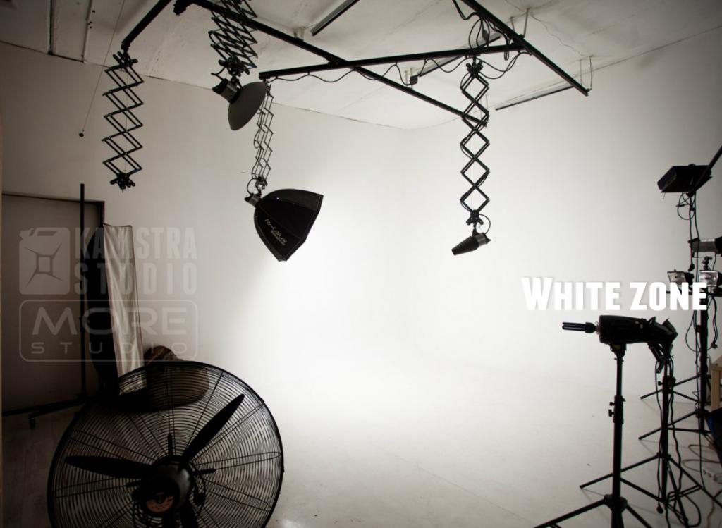 whiteZoneKaniMore